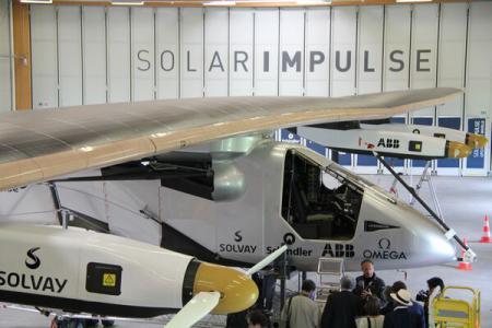 Avionul solar Impulse 2 va face turul lumii fără carburant