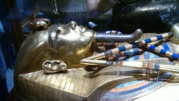 O copie a Evangheliei după Marcu, masca unei mumii egiptene