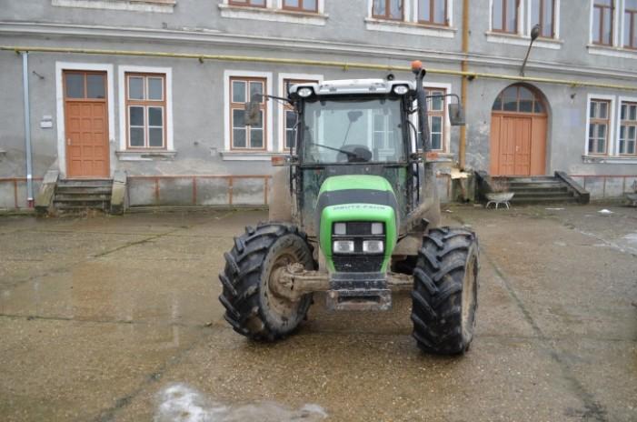 Tractor furat din Italia, depistat de către poliţiştii de frontieră