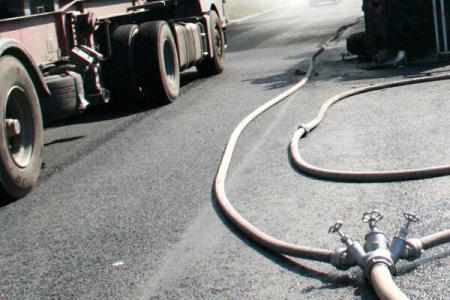 Un TIR înmatriculat în România s-a răsturnat pe o autostradă din Franța