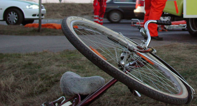 Biciclistă accidentată grav în localitatea Dorolț