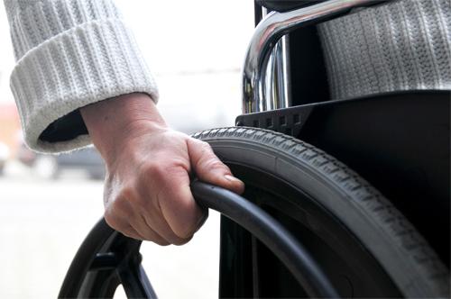 Sute de mii de persoane cu dizabilități, scutite de la plata impozitului pe venit