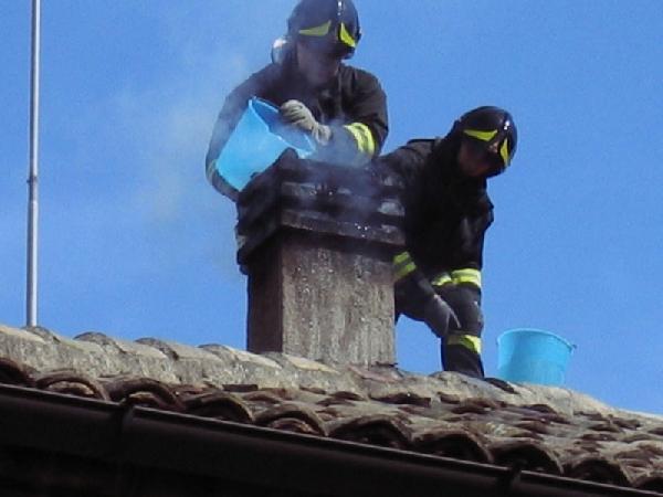 Hornul unei case din Satu Mare a luat foc