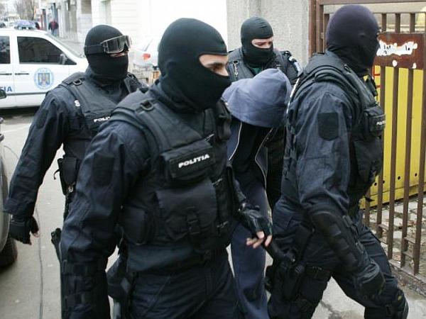 Percheziții în nouă județe și în municipiul București
