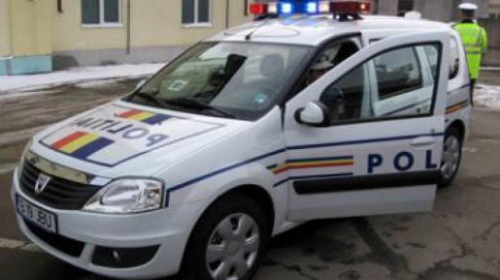 Un polițist a condus zece ani mașina poliției fără permis