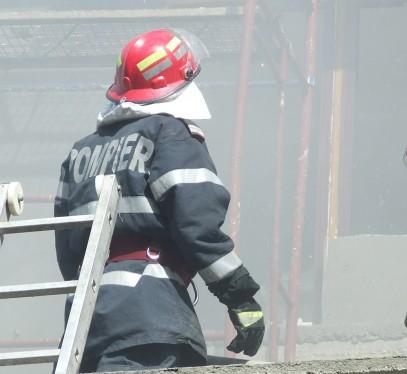 Incendiu la o casă din Mădăras
