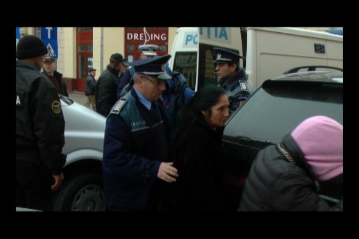 Traficanți de țigări, duși la Tribunal pentru arest preventiv