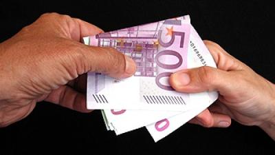 Șantaj: Bărbat prins în flagrant în timp ce ridica banii de la Oficiul Poştal