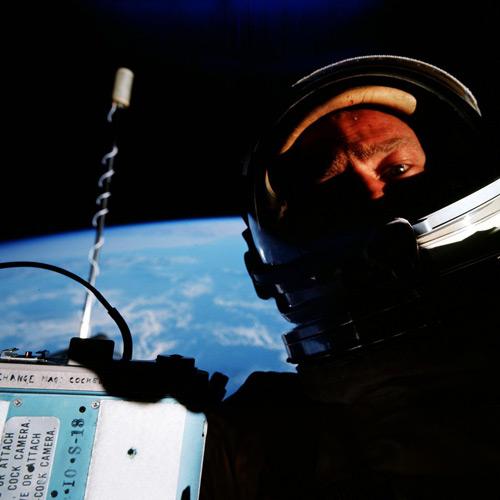 Primul selfie făcut în spațiu