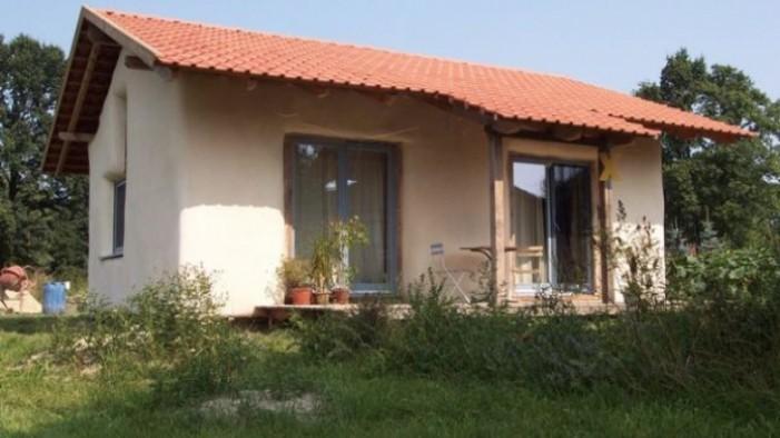 Vezi cum poți construi o casă cu doar … 1.000 de euro