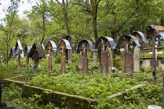 Morminte virtuale de familie, oferite de un cimitir online