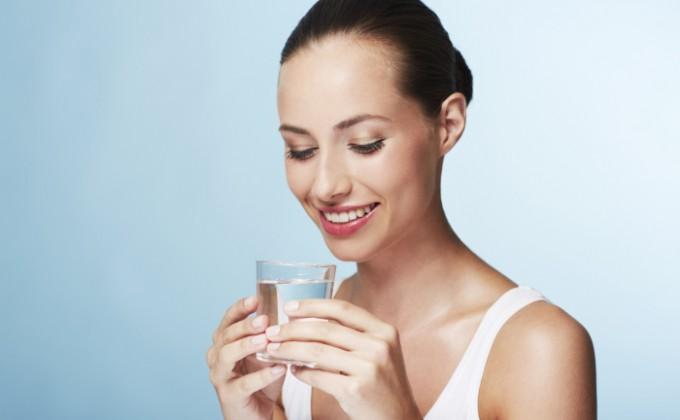 Cum tratează apa sărată durerea în gât