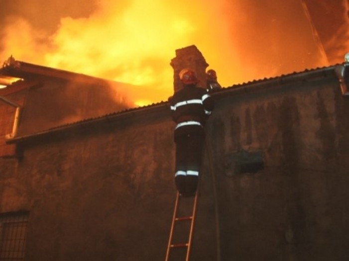 Incendiu la o casă din Rătești