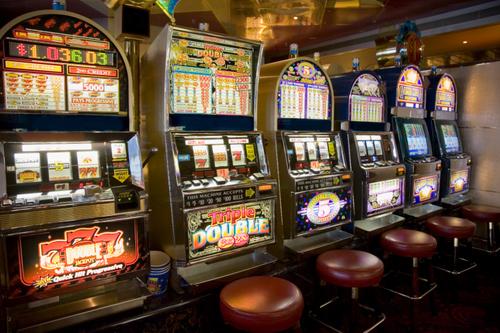 Jocurile slot-machine, legale doar în cazinouri şi agenţii ale Loteriei Române