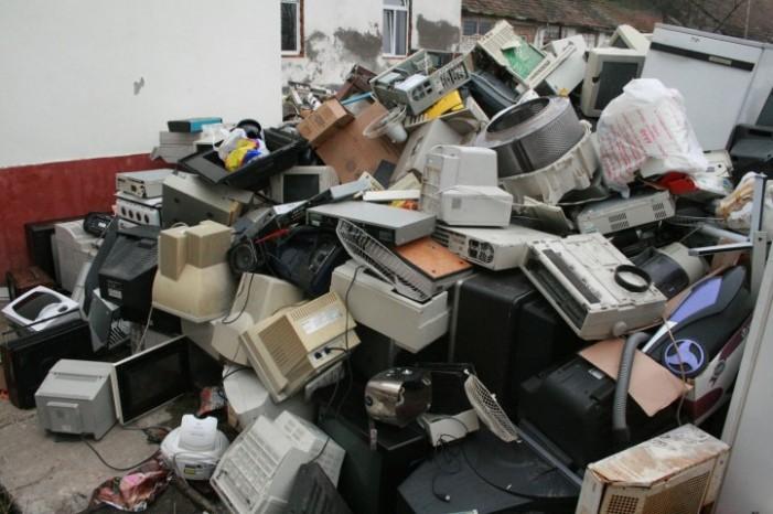 """Asociatia """"RoRec"""" colecteaza deșeurile electrice în Urziceni și Foieni"""