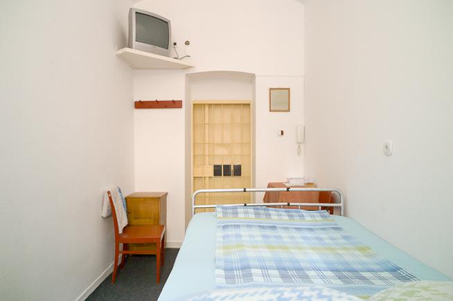Fotograful Cosmin Bumbuț a pozat camera intimă din Penitenciarul Satu Mare