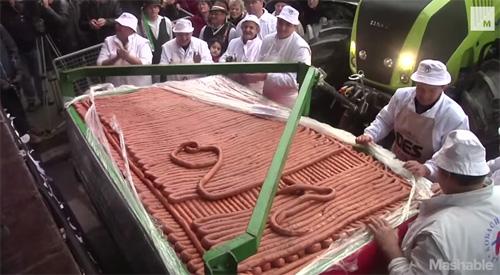 Sârbii au făcut un cârnat de peste 2 kilometri (video)