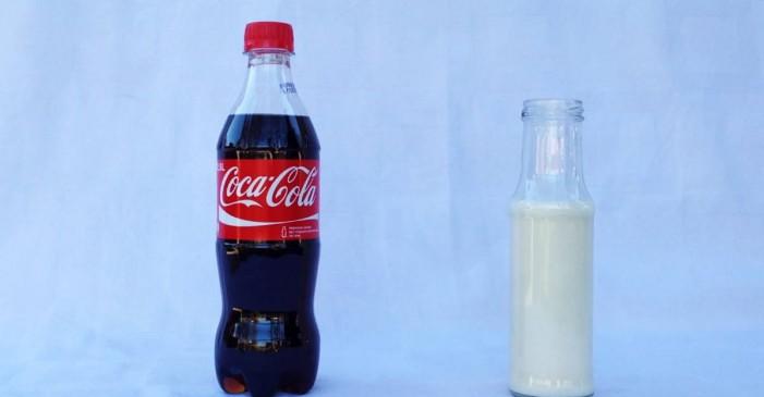 Ce se întâmplă dacă pui lapte în Coca Cola (video)