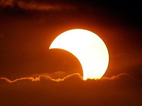 Eclipsa parțială de Soare va fi vizibilă și din Satu Mare