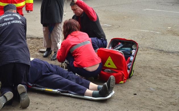 Bătrână accidentată pe trotuar