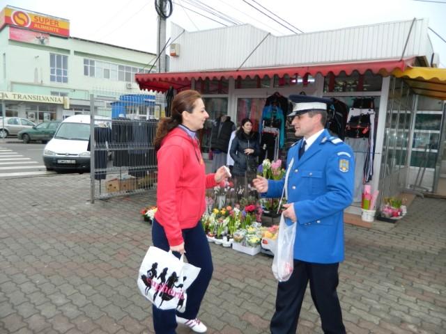 Jandarmii au oferit mărțișoare femeilor din Satu Mare