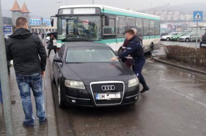 Vezi cum a blocat un sătmărean accesul autobuzelor în stația de la Polus Center din Cluj