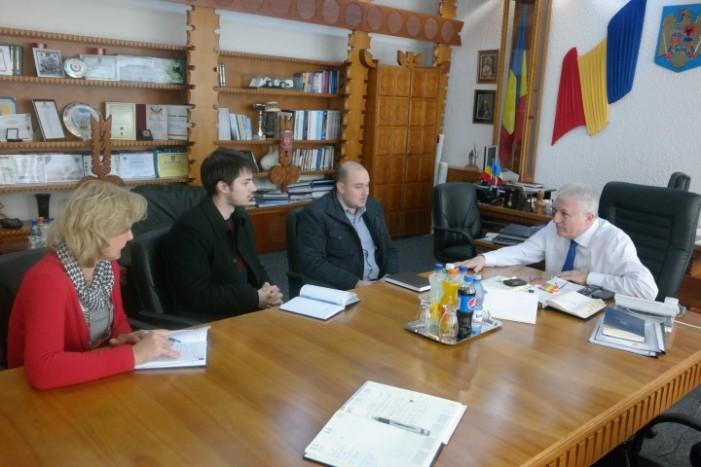 Prefectul Eugeniu Avram, interesat de promovarea tinerilor sătmăreni