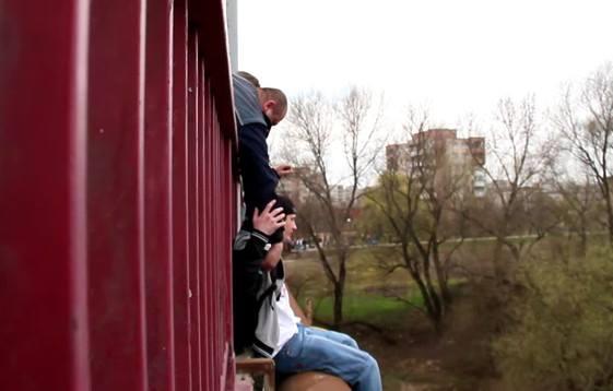 Un tânăr a vrut să se arunce în Someș, deoarece l-a părăsit iubita