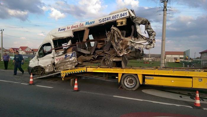 Trei mașini avariate într-un accident la Botiz (Galerie foto)