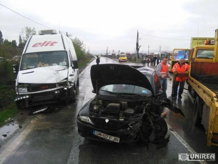 Șoferiță din Satu Mare, implicată într-un accident în Alba Iulia (Galerie foto)