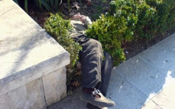 Trei alcoolici luați direct de pe stradă de ambulanțieri