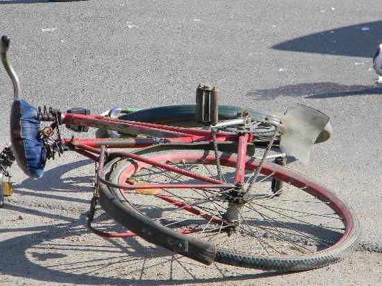 Biciclist accidentat de o mașină