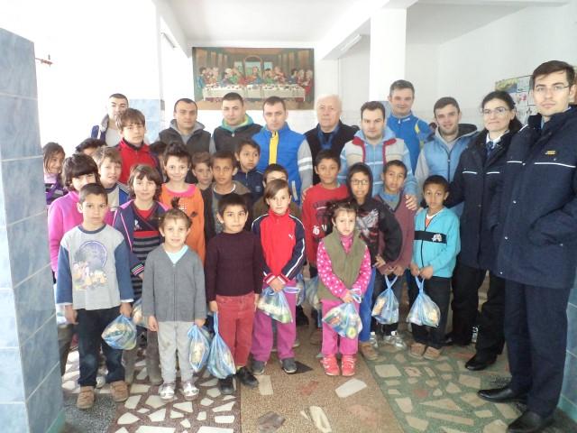 Deținuții sătmăreni le-au donat alimente orfanilor