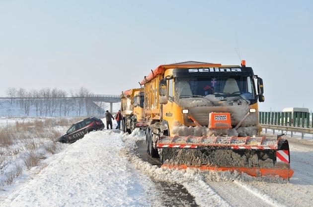 Drumarii sătmăreni ajută la deszăpezire, în Bistrița-Năsăud