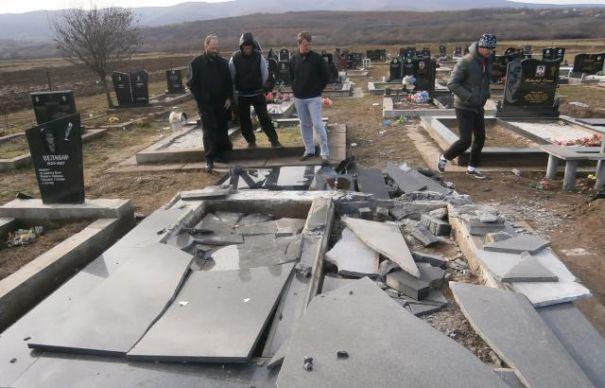 Gropari din Constanța, arestați pentru profanare de morminte