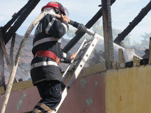 Incendiu la acoperișul unei case din Santău