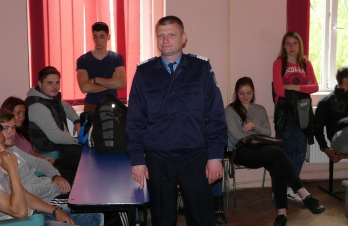 Jandarmii sătmăreni, în vizită la Liceul cu Program Sportiv