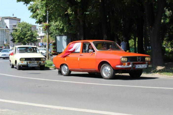 """Mașinile de epocă """"se întâlnesc"""" din nou la Satu Mare (Foto&Video)"""