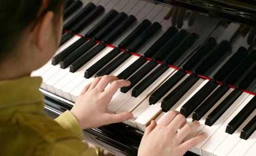 """Pianiști din Satu Mare, la Concursul Internațional """"Micul Virtuoz"""" din București"""