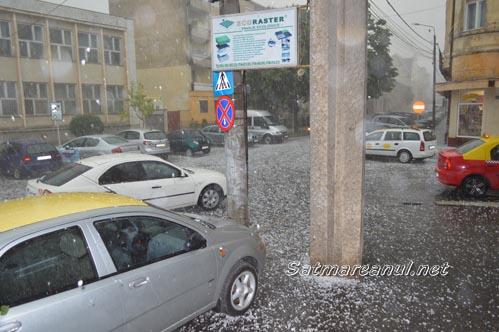 Vreme extremă la Satu Mare. O ploaie cu gheață s-a abătut asupra orașului (Foto&video)