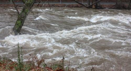 Cod portocaliu de inundaţii pe râul Crasna, până duminică după-amiază