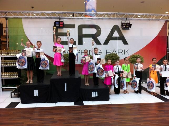 """Patru medalii pentru """"Royal Dance Club"""" Satu Mare, la Concursul național de la Oradea"""
