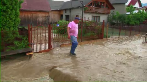 Zeci de gospodării afectate de inundații în comuna Bârsău