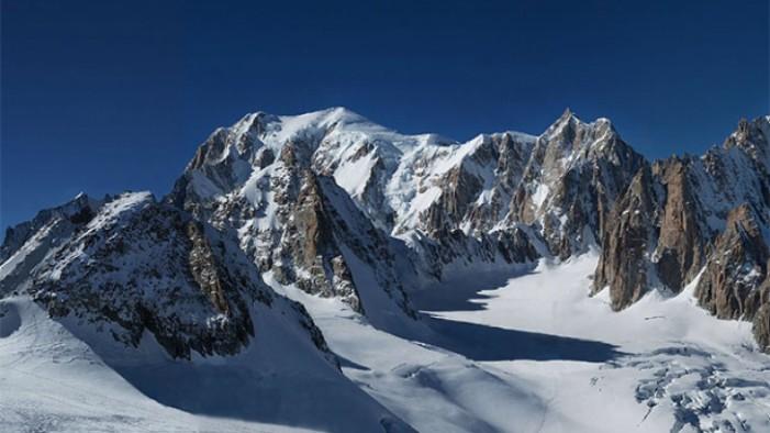 O panoramă a vârfului Mont Blanc, cea mai mare fotografie din lume