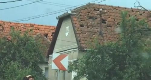 Cum arată casele de la Supuru de Sus după grindină (video)