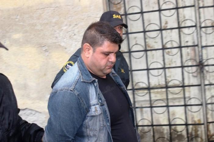 Agresorul barmanei din centrul Sătmarului, dus la audieri (Foto)