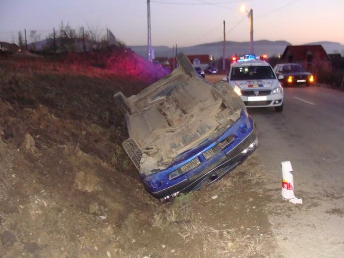 Mangă la volan: S-a răsturnat cu mașina în șanț