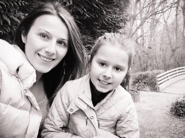 Doi oșeni stabiliți la Paris, ajută copiii orfani din județul Satu Mare