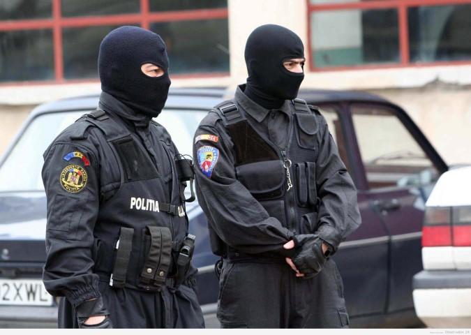 PERCHEZIȚII în județul SATU MARE: Grupare infracțională, destructurată de procurorii DIICOT