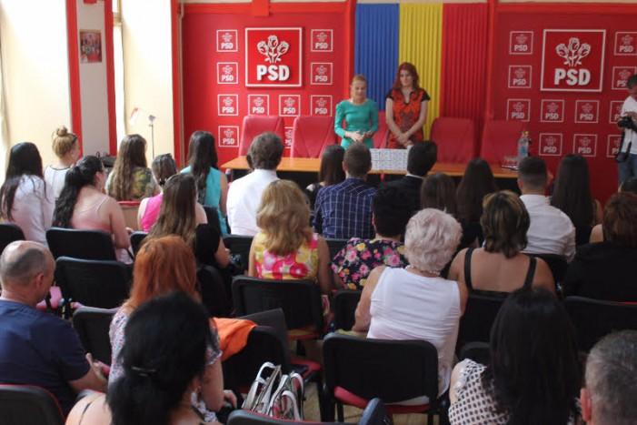 Șefii de promoție ai liceelor din municipiul Satu Mare, premiați de femeile social-democrate